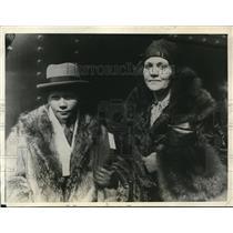 1925 Press Photo Mrs. Fifi Stillman as she met her son Alexander, at Chicago, on