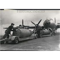 1950 Press Photo Superfortresse supplied to the R.A.F and bombs