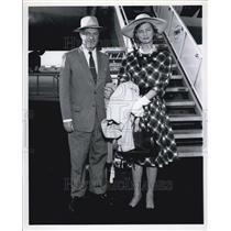 Press Photo Man & woman at plane entry