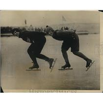 1926 Photo speed skater Lela Brooks and Ruth Muhlmeyer on Lake St Clair