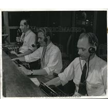 1940 Press Photo American Airlines operators in a control tower