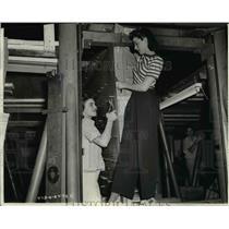 1942 Press Photo Martina Bonner & Marjorie Parker employed at Goodyear Aircraft