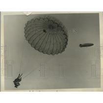 "1930 Press Photo Parachute Jumper Bill Dorsey, Blimp ""Defender,"" Miami Florida"
