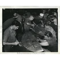1942 Press Photo Mass Production of Vought-Sikorsky wing tips