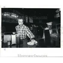 1982 Press Photo Jim Hodges owner North Portland tavern - ora36185
