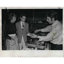 1972 Press Photo Mr & Mrs Richard Keller Attend Buffet In Barn - ora43666