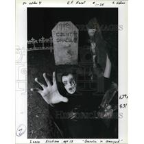 1991 Press Photo Lance Erickson dressed as Count Dracula, emerges from his grave