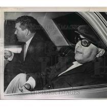 1982 Press Photo Former Venezuelan Dictator Marcos Perez Jiminez In Rear Of Car