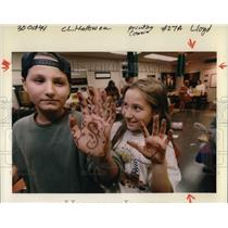 1994 Press Photo A pair of children showing hand art for Halloween - ora37937