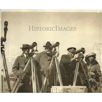 1923 Press Photo Men Watch Artillery Firing Through Telescopes
