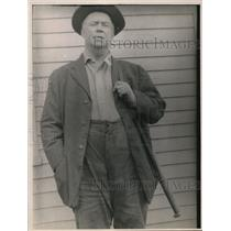 1923 Press Photo Paul Backley with his rifle
