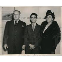 1940 Press Photo Dr George Kolombatovic, Wife, and Son