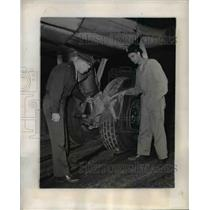 1945 Press Photo Wash DC Lt Donald Trautner & crew with planes damaged tire