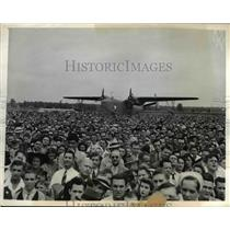 1942 Press Photo The workers of the Gleen Martin Aircraft Plant.