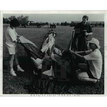 1991 Press Photo Sullivans with chief crewman Bob Ackerman on hot air balloon