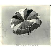 1983 Press Photo Kerry Pollock, kite flying preview to be held at Lakefront