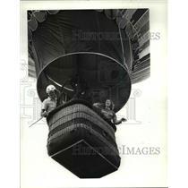 1986 Press Photo Jill Sell & pilot Tod Fisher aboard Hot air Balloon