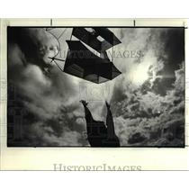 1984 Press Photo Cindy S.Chima of Fairview Park release a kite made by husband