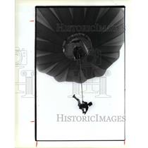 1990 Press Photo A jumper dangles from the end od the bungee under the balloon