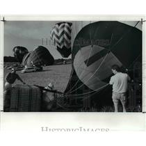 1991 Press Photo The balloon 2 and balloon 3 from the balloon meet