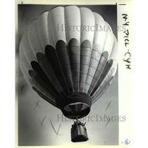 1983 Press Photo The Fran Rogers Arch Hawkins Balloon