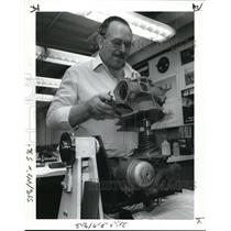 1989 Press Photo Franklin Parsons puts a pump used inf-16 jet fighter
