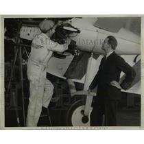 1933 Press Photo Elliott Roosevelt watching Bob Ranslem working on new plane