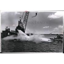 1968 Press Photo of plane being lifted from Lake Eerie.