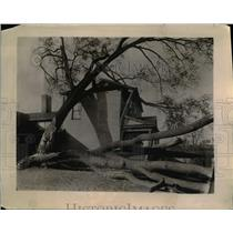 1923 Press Photo of a century old homestead damaged by severe weather.