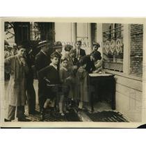 1929 Press Photo Madrid residents thank Britain for saving pilot Ramon Franco