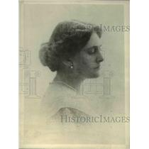 1918 Press Photo Mrs. D. Lorne McGibbon spends time the Great War Relief Bazaar
