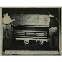 1947 Press Photo Ogden Utah workers at General Supply Depot recieve war dead