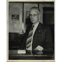 1912 Press Photo Roy Shank at his desk
