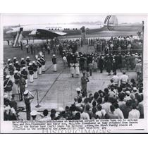 1955 Press Photo President Dwight D. Eisenhower Greeted, Washington Airport