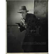 1929 Press Photo John Thompon with the revolver