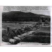 1963 Press Photo Vietnamese Soldiers Guard Outpost Blocking Laos in An Hao