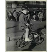 1931 Press Photo Julian Sloan with his tricycle ride