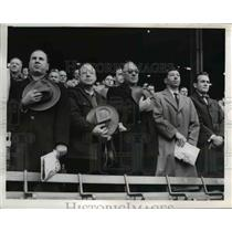 1954 Press Photo The traditional salute from the Brown's fans - nee29692
