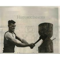 1938 Press Photo Muscular Axeman in Wood Chopping Agriculture Show Melbourne