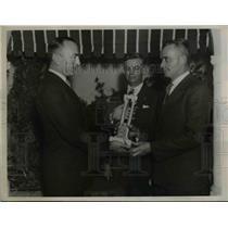 1936 Press Photo Captain Eddie Rickenbacher Presenting Rickenbacher Trophy