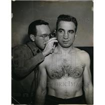 1945 Press Photo Buff Donelli of Cleveland Rams get ear exam by a doctor
