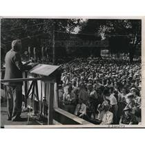 1936 Press Photo Gov. Alfred Landon candidate for Pres. speaks to crowd, Iowa