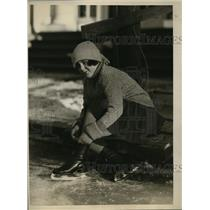 1925 Press Photo Miss Rita Mitchell skating at Tuxedo Park NY