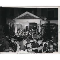 1936 Press Photo Crowds at Landon home at Topeka, Kansas Governor