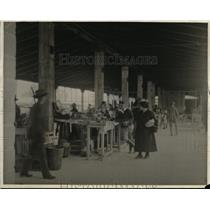 1925 Press Photo Florida shoppers in a market