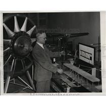 1932 Press Photo Elisha Fales Aeronautical Engineer at Franklin Institute Philad