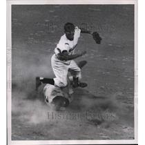 1951 Press Photo Cleveland Nats Mickey Vernon out at 2nd vs Indians Avila