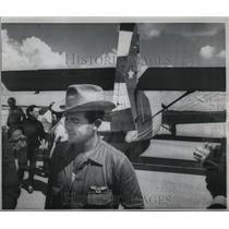 1968 Press Photo Cuban Pilot Angel Ricardo and the Russian built cargo plane
