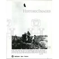 1972 Press Photo Bell helps haul down his tetrahedral kite which lifted a man