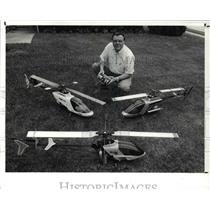 1989 Press Photo Albert G. Seidowski & his model helicopters